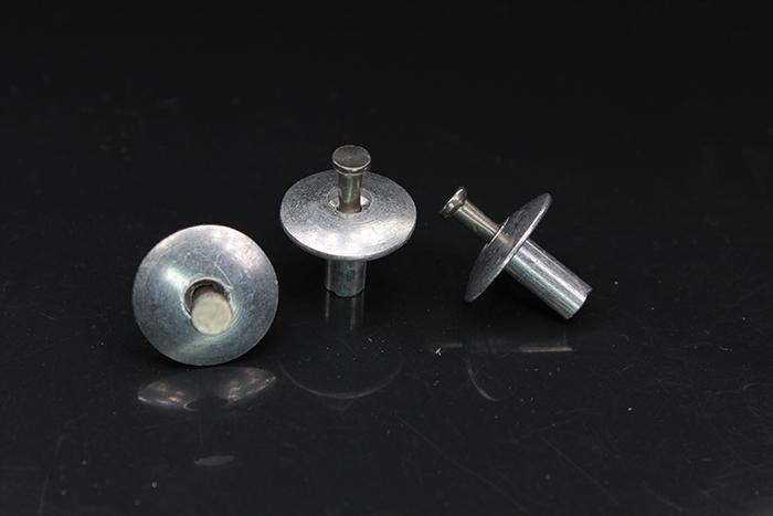 半钢扁圆头击芯铆钉